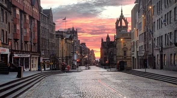Edinburgh – The Royal Mile by bluedance